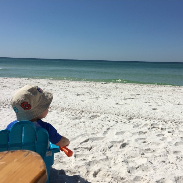 Enjoying the beach {Okaloosa Island} | rainerlife.com