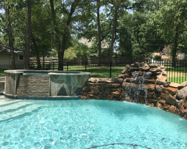Pool fence | rainerlife.com