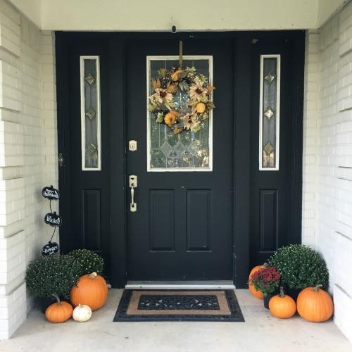 Front door fall decor | rainerlife.com