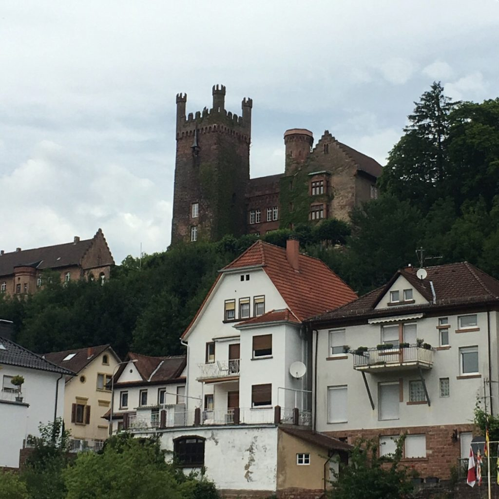 Mittelburg Castle in Neckarsteinach | rainerlife.com