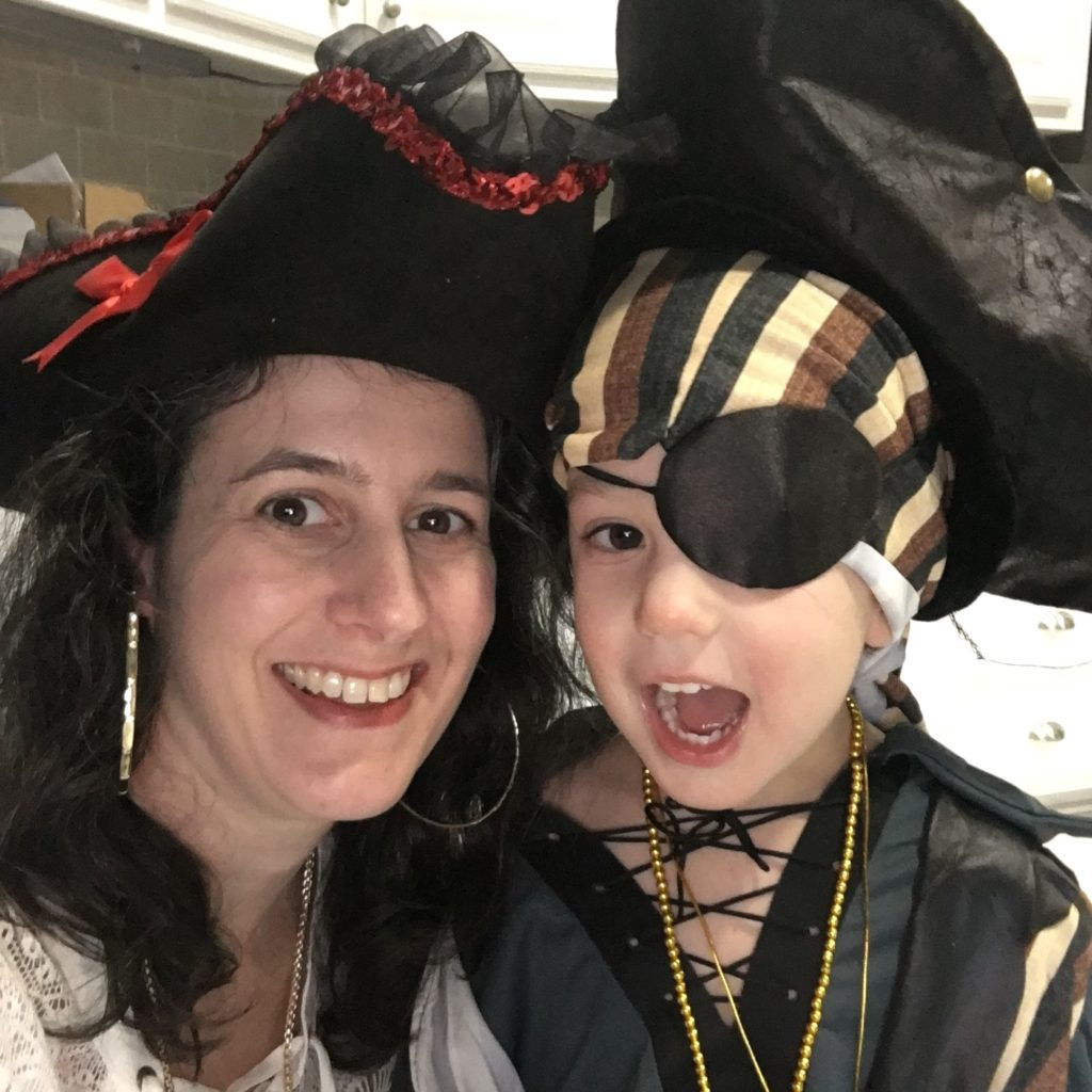 Darinda and Gavin as pirates | rainerlife.com