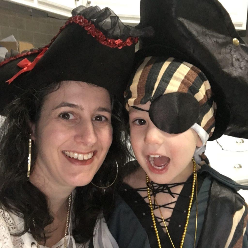 Darinda and Gavin as pirates | rainerlife.com